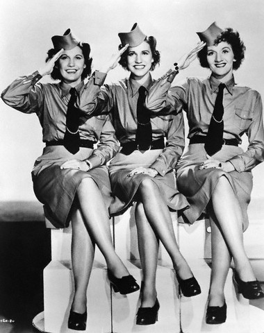 Cosplay 1940`s style: The Andrews Sisters