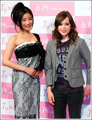 Ellen attempts a smile while Satomi shines at the Juno promotion in 2008.